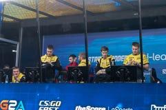 MINSK, BIELORRUSIA - 17 de enero de 2016 campeonato de Starladder de Dota 2 y huelga contraria: Ofensiva global Equipo de NaVi Foto de archivo libre de regalías