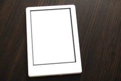 Minsk, Bielorrusia - 10 de enero de 2019: Un Amazon Kindle que miente en un tablero de la mesa Los dispositivos del Amazon Kindle fotos de archivo libres de regalías