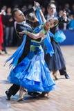 Minsk, Bielorrusia 14 de febrero de 2015: Pares profesionales de la danza de D Fotografía de archivo