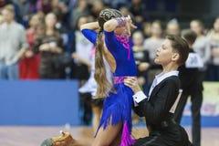 Minsk, Bielorrusia 15 de febrero de 2015: Perforación no identificada de los pares de la danza Fotografía de archivo libre de regalías