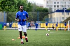 MINSK, BIELORRUSIA - 29 DE JUNIO DE 2018: Jugadores de fútbol que entrenan antes del partido de fútbol bielorruso de la liga prim Imagen de archivo libre de regalías
