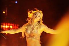 MINSK, BIELORRUSIA - 20 DE MAYO: Shakira se realiza en la Minsk-arena el 20 de mayo de 2010 en Minsk, Bielorrusia foto de archivo