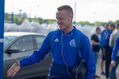 MINSK, BIELORRUSIA - 14 DE MAYO DE 2018: Sonrisa del jugador de fútbol BYKAU ARTSEM antes del partido de fútbol bielorruso de la  Fotos de archivo libres de regalías