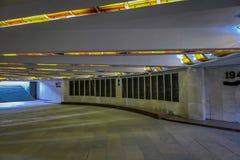 MINSK, BIELORRUSIA - 1 DE MAYO DE 2018: Vista subterráneo de Stela, obelisco de la ciudad del héroe de Minsk, monumento en símbol Imágenes de archivo libres de regalías