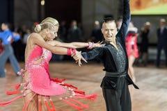 Minsk, Bielorrusia 27 de septiembre de 2015: Egor Kosyakov y Anastasiya Imagen de archivo