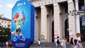 Minsk, Bielorrusia, el 22 de junio de 2019: 2da cartelera EUROPEA de los JUEGOS con el logotipo de juegos europeos en el centro d almacen de video