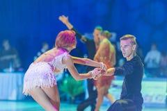 Minsk-Bielorrusia, el 18 de octubre de 2014: Pares no identificados Perfo de la danza Foto de archivo