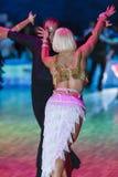 Minsk-Bielorrusia, el 18 de octubre de 2014: Pares no identificados Perfo de la danza Imágenes de archivo libres de regalías