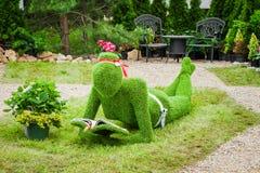 Minsk, Bielorrusia, 23-May-2015: Escultura del jardín de la hierba Fotos de archivo libres de regalías