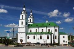 MINSK, BIELORUSSIA - 1° AGOSTO 2013: La costruzione della chiesa della cattedrale di Spirito Santo fotografie stock libere da diritti