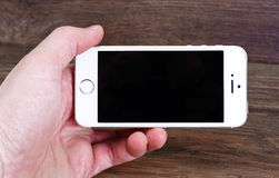 Minsk, Bielorussia - 16 aprile 2016: IPhone 5, 5S di Apple Versi bianco Immagini Stock