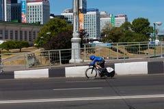 MINSK, BIELORUSSIA - 25 GIUGNO 2019: Il ciclista dall'Italia partecipa a donne spaccate inizia la singola corsa ai secondi giochi immagine stock libera da diritti