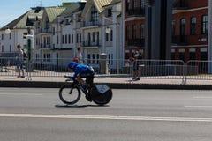 MINSK, BIELORUSSIA - 25 GIUGNO 2019: Il ciclista dall'Italia partecipa a donne spaccate inizia la singola corsa ai secondi giochi fotografia stock
