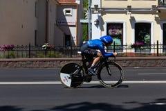 MINSK, BIELORUSSIA - 25 GIUGNO 2019: Il ciclista dall'Italia partecipa a donne spaccate inizia la singola corsa ai secondi giochi fotografia stock libera da diritti