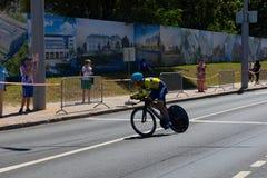 MINSK, BIELORUSSIA - 25 GIUGNO 2019: Il ciclista dall'Ucraina partecipa agli uomini spaccati inizia la singola corsa ai secondi g fotografia stock libera da diritti