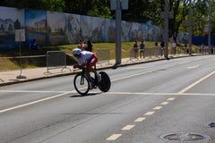 MINSK, BIELORUSSIA - 25 GIUGNO 2019: Il ciclista dall'Ucraina partecipa agli uomini spaccati inizia la singola corsa ai secondi g fotografia stock