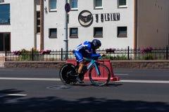 MINSK, BIELORUSSIA - 25 GIUGNO 2019: Il ciclista dalla Francia partecipa a donne spaccate inizia la singola corsa ai secondi gioc fotografie stock libere da diritti