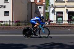 MINSK, BIELORUSSIA - 25 GIUGNO 2019: Il ciclista dalla Francia partecipa a donne spaccate inizia la singola corsa ai secondi gioc immagine stock