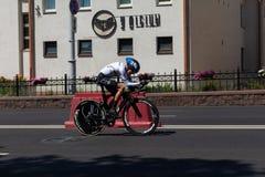 MINSK, BIELORUSSIA - 25 GIUGNO 2019: Il ciclista dalla Germania partecipa a donne spaccate inizia la singola corsa ai secondi gio fotografie stock