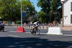 MINSK, BIELORUSSIA - 25 GIUGNO 2019: Il ciclista dalla Germania partecipa a donne spaccate inizia la singola corsa ai secondi gio fotografia stock