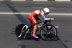 MINSK, BIELORUSSIA - 25 GIUGNO 2019: Il ciclista dalla Bielorussia partecipa a donne spaccate inizia la singola corsa ai secondi  immagine stock