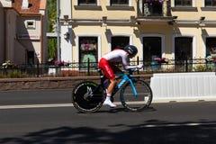 MINSK, BIELORUSSIA - 25 GIUGNO 2019: Il ciclista dalla Polonia partecipa a donne spaccate inizia la singola corsa ai secondi gioc fotografie stock