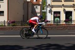 MINSK, BIELORUSSIA - 25 GIUGNO 2019: Il ciclista dalla Polonia partecipa a donne spaccate inizia la singola corsa ai secondi gioc immagini stock libere da diritti