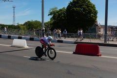 MINSK, BIELORUSSIA - 25 GIUGNO 2019: Il ciclista dalla Russia partecipa a donne spaccate inizia la singola corsa ai secondi gioch fotografia stock libera da diritti