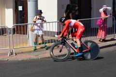 MINSK, BIELORUSSIA - 25 GIUGNO 2019: Il ciclista dalla Turchia partecipa agli uomini spaccati inizia la singola corsa ai secondi  fotografia stock