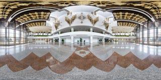 MINSK, BIELORUSSIA - LUGLIO 2016: panorama senza cuciture completo 360 gradi di vista di angolo nell'interno del corridoio vuoto  immagini stock