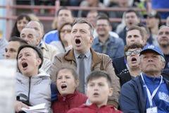 MINSK, BIELORUSSIA - 23 MAGGIO 2018: I fan guardano il gioco durante la partita di calcio bielorussa della Premier League fra la  Fotografie Stock Libere da Diritti