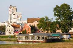 Minsk de stad in over Svisloch-rivier, Wit-Rusland Stock Fotografie