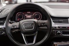 Minsk, em maio de 2018 interior de Audi Q7 imagem de stock