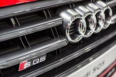 Minsk, het Witrussische van het merkaudi van Mei 2018 teken van het het embleemembleem op auto tijdens autoexhibition op audi sq5 royalty-vrije stock afbeelding