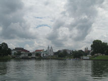 Minsk-historische Mittelansicht vom Fluss Svisloch Stockfotografie