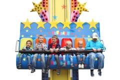 MINSK - JUNI 01, 2014 - nöjesfält: Lyckliga ungar på nöjesfältet Barns dag Arkivfoto