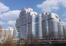 Minsk: modern arkitektur Arkivbild