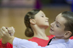 MINSK OKTOBER, 21: Barnsliga danspar Fotografering för Bildbyråer