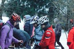 Minsk-Region Weißrussland am 27. Januar 2018 Querfeldein- und Querfeldeinradfahrenwettbewerbe im Winter Lizenzfreie Stockfotografie