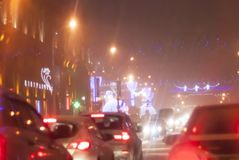 Minsk, Republiek Wit-Rusland op 21 December, 2017, de tijd is 21:30 Zeer zware sneeuw, cork Avond Minsk op de vooravond van het n Royalty-vrije Stock Foto's