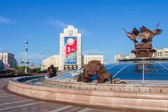 Minsk självständighetfyrkant på sommardagen, Vitryssland yttersida royaltyfria bilder