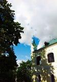 Minsk sommar i staden, härlig gammal byggnad Arkivfoto