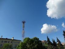 Minsk, toren, telecommunicaties, journalistiek, televisie, het uitzenden, satelliet, antenne, ONT, TV-kanalen, mening van Victory stock foto's