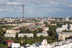 MINSK VITRYSSLAND - AUGUSTI 15, 2016: Flyg- sikt av den sydöstliga delen av Minsk fotografering för bildbyråer