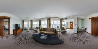 MINSK VITRYSSLAND - AUGUSTI, 2017: fulla sömlösa 360 grader metar siktspanorama i inre guestroomkorridor med möblemang i modernt arkivbilder