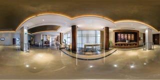 MINSK VITRYSSLAND - AUGUSTI, 2013: Fulla sfäriska 360 grader sömlös panorama i guestroomkorridormottagande av det moderna lyxiga  royaltyfri bild
