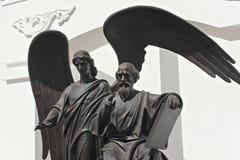 MINSK VITRYSSLAND - AUGUSTI 01, 2013: Staty av den Sanka aposteln och evangelisten John teologen av skulptören Alexander Dranets Fotografering för Bildbyråer