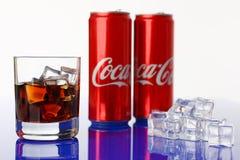 Minsk Vitryssland - 27 04 2018 Coca-cola drink Royaltyfria Bilder