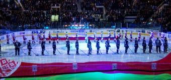 Minsk Vitryssland, 09 01 2018 - hockeymatch Dinamo Minsk Vitryssland - Lokomotiv Yaroslavl Ryssland Royaltyfri Foto