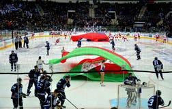 Minsk Vitryssland, 09 01 2018 - hockeymatch Dinamo Minsk Vitryssland - Lokomotiv Yaroslavl Ryssland Arkivbilder